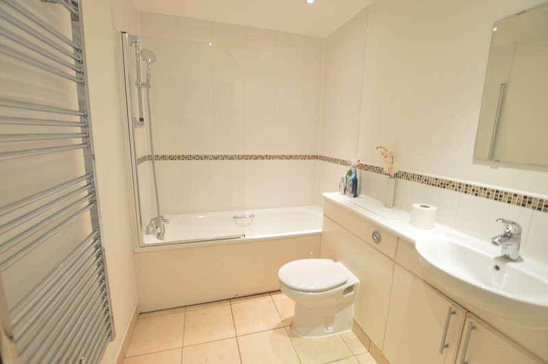 2 Bedrooms Apartment Flat for sale in High Street, Slough