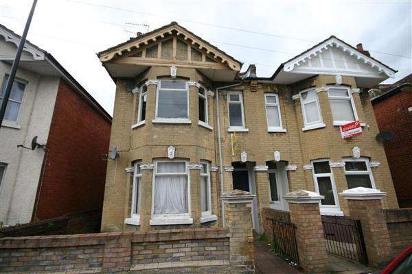 5 Bedrooms Terraced House for rent in Coventry Road, Southampton