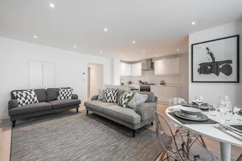 2 Bedrooms Apartment Flat for sale in SISTERS AVENUE. SW11