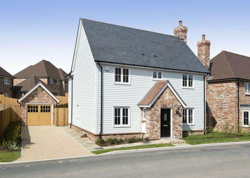 4 Bedrooms Detached House for sale in Standgrove, Ardingly, West Sussex