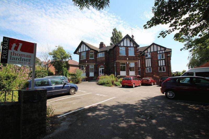 2 Bedrooms Apartment Flat for sale in The Gables, Sandy Lane, Romiley