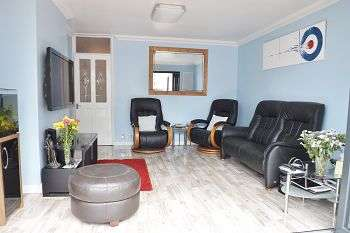 4 Bedrooms Bungalow for sale in Milton Road, Waterlooville, PO7 6AA
