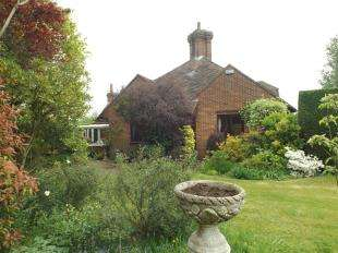 3 Bedrooms Bungalow for sale in New Road, Cranbrook, Kent, Uk