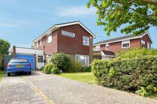 3 Bedrooms Detached House for sale in Bannister Gardens, Storrington, Pulborough, West Sussex