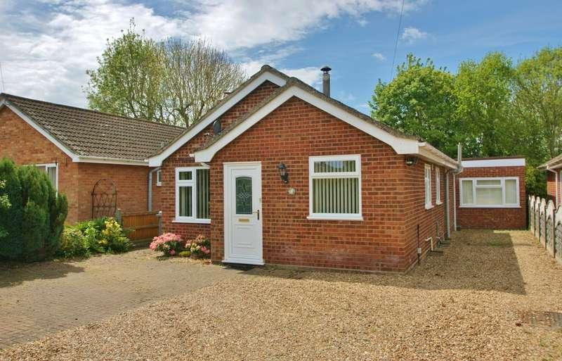 2 Bedrooms Detached Bungalow for sale in Freyden Way, Frettenham, Norwich