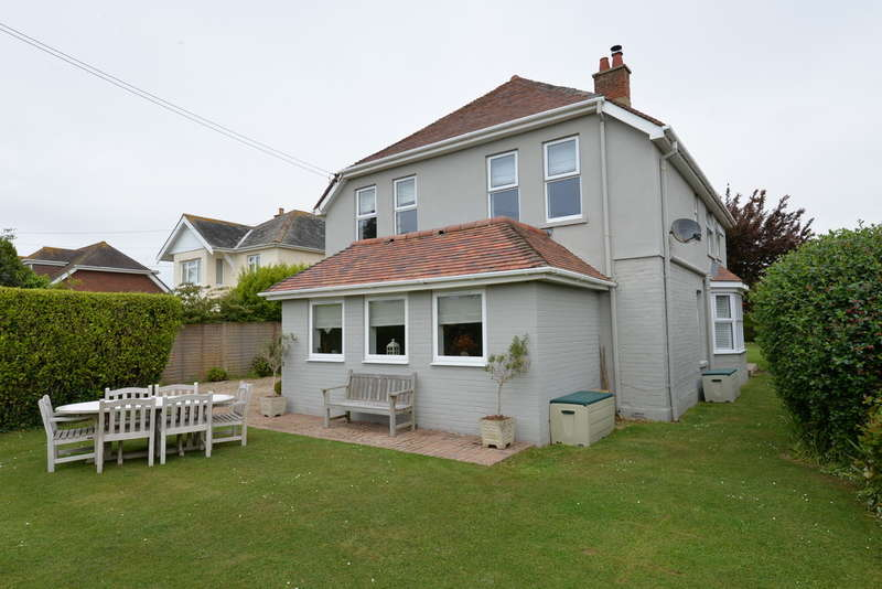 4 Bedrooms Detached House for sale in Grove Road, Barton on Sea