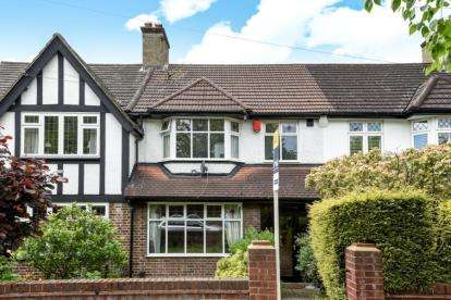 3 Bedrooms Terraced House for sale in Village Way, Beckenham