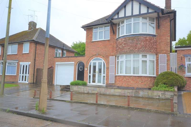 3 Bedrooms Detached House for sale in Chorley Wood Road, Evington