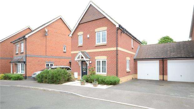3 Bedrooms Link Detached House for sale in Mays Close, Earley, Reading