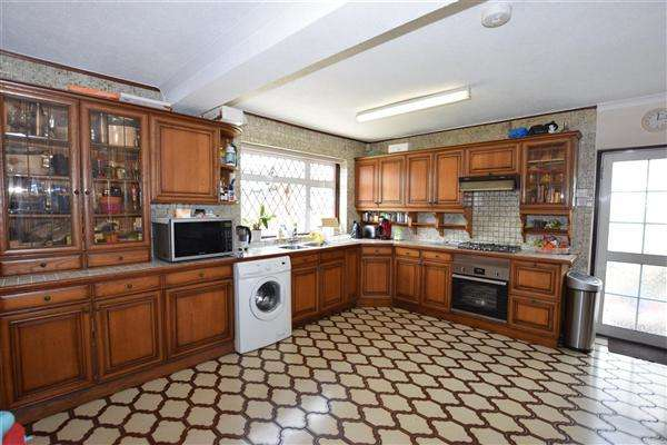 4 Bedrooms End Of Terrace House for sale in Dean Drive, Stanmore