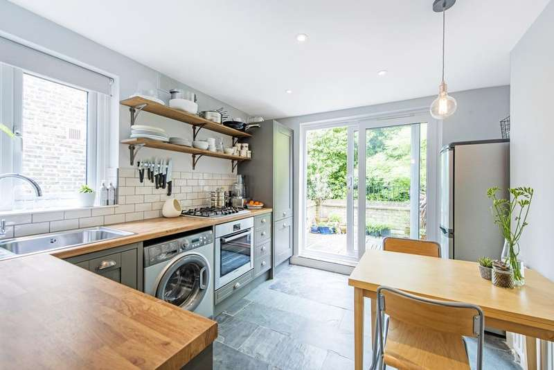 1 Bedroom Flat for sale in Harbut Road, SW11