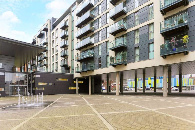 2 Bedrooms Flat for sale in Vantage Building, Station Approach, Hayes, UB3