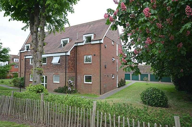 2 Bedrooms Apartment Flat for sale in Oaks Road, Tenterden