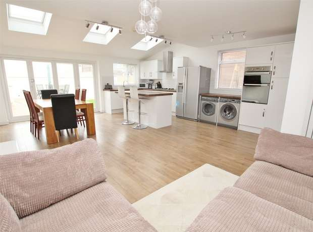 3 Bedrooms Detached House for sale in Dale Road, Oakdale, POOLE, Dorset
