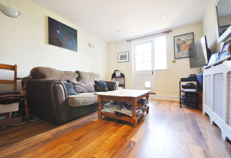 2 Bedrooms Flat for sale in Ashmore Road, Queens Park, London, W9