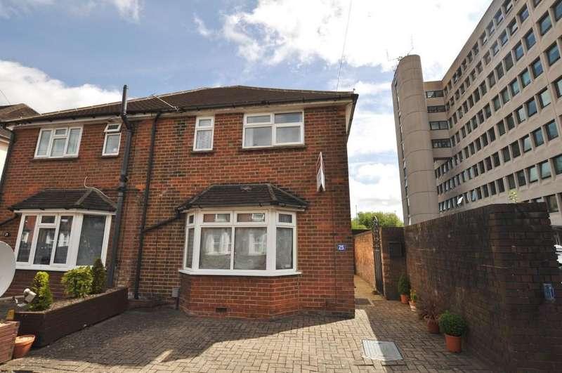 3 Bedrooms Semi Detached House for sale in Margaret Road, Guildford