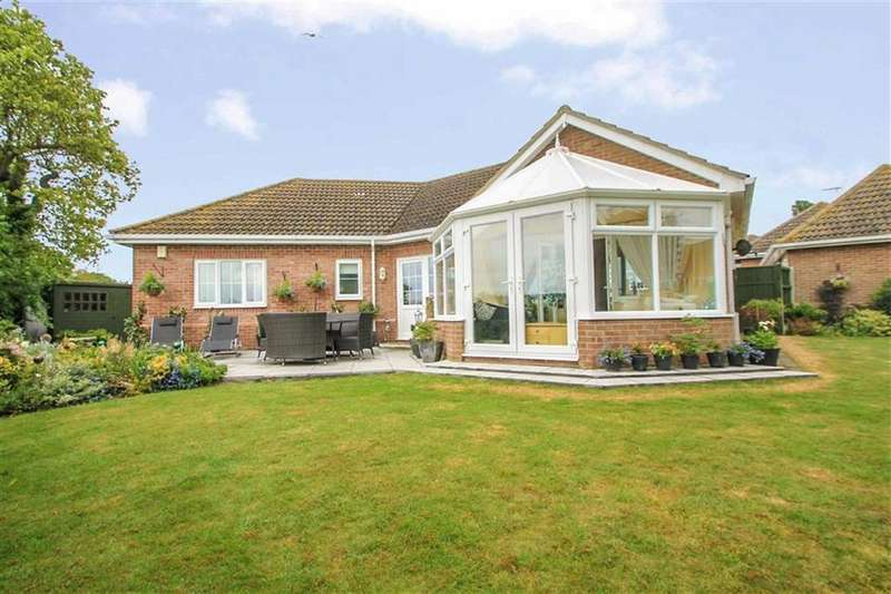 3 Bedrooms Detached Bungalow for sale in The Acorns, Clacton-on-Sea