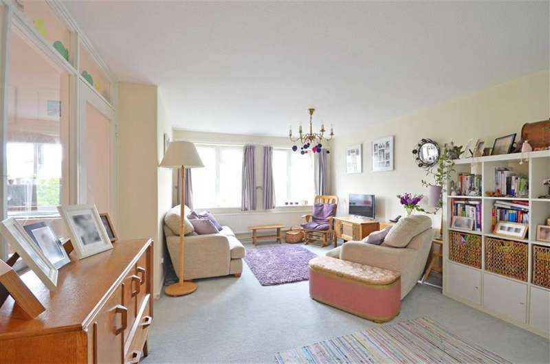 2 Bedrooms Property for sale in Skidmore Way, Rickmansworth, Hertfordshire, WD3