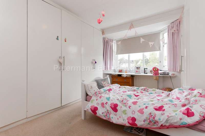 4 Bedrooms Semi Detached House for sale in Stoneyfields Lane, Edgware, HA8