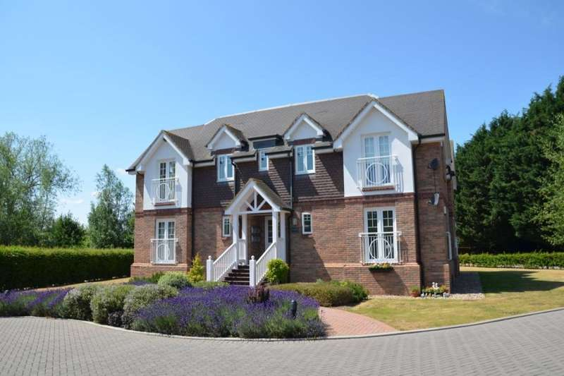 2 Bedrooms Flat for sale in Feathers Lane, Wraysbury, Staines-Upon-Thames, TW19