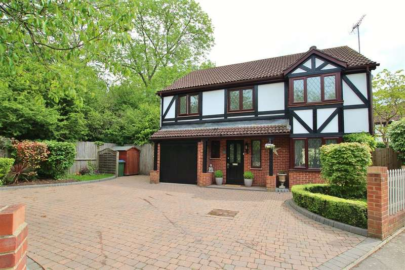 4 Bedrooms Detached House for sale in Cedar Drive, Southwater, Horsham