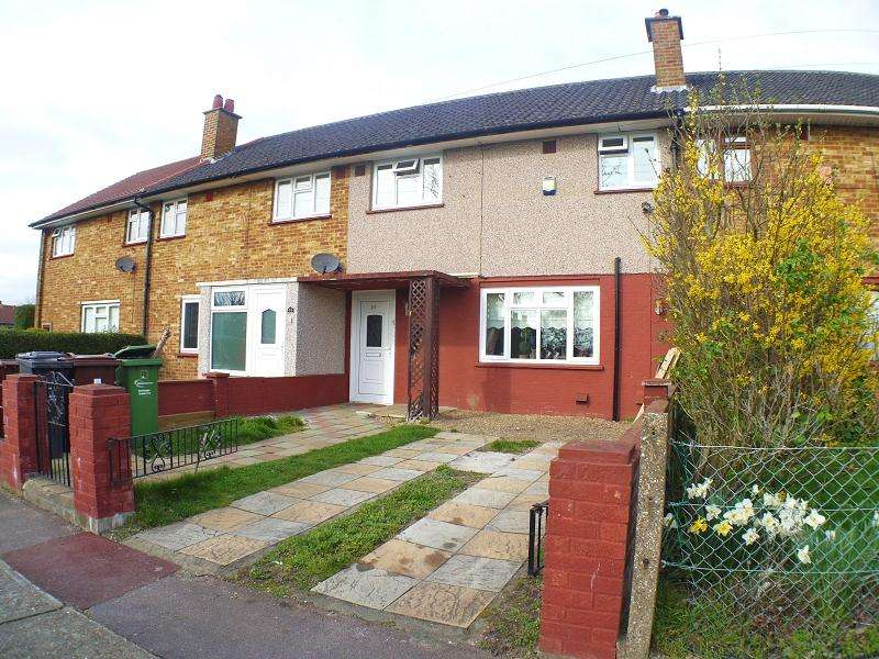 3 Bedrooms Terraced House for sale in Sheepcotes Road, Romford, Essex. RM6