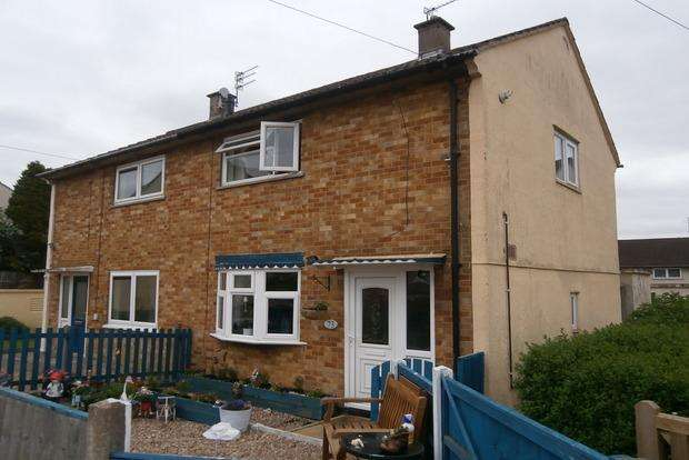 2 Bedrooms Semi Detached House for sale in Croyland Green, Thurnby Lodge, Leicester, LE5