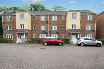 2 Bedrooms Flat for sale in Garden Close, Rotherham, South Yorkshire