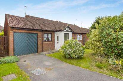 2 Bedrooms Bungalow for sale in Larkspur Close, Thornbury, Bristol, Gloucestershire