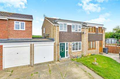 3 Bedrooms Semi Detached House for sale in Glebe Road, Deanshanger, Milton Keynes, Northamptonshire