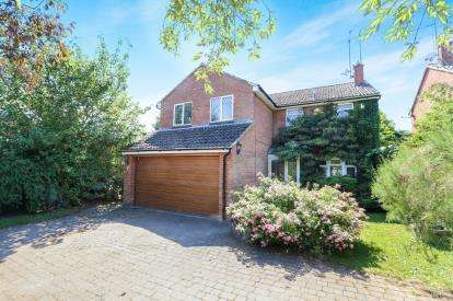 5 Bedrooms Detached House for sale in Church Path, Clophill, Bedford, Bedfordshire