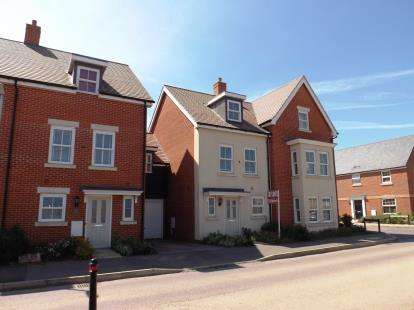 4 Bedrooms Terraced House for sale in Walker Mead, Biggleswade, Bedfordshire