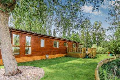 2 Bedrooms Mobile Home for sale in Heron Island, Little Billing, Northampton, Northamptonshire