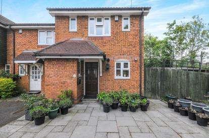 3 Bedrooms End Of Terrace House for sale in Hemingford Close, London, North Finchley, London