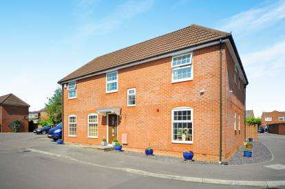 4 Bedrooms Detached House for sale in Darling Close, Swindon, Wiltshire