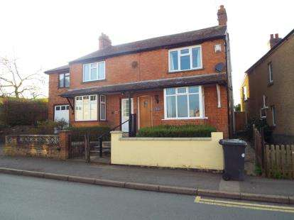 3 Bedrooms Semi Detached House for sale in Manor Road, Brackley, Northamptonshire