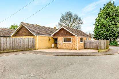 4 Bedrooms Bungalow for sale in Fox Lane, Brackley, Northamptonshire