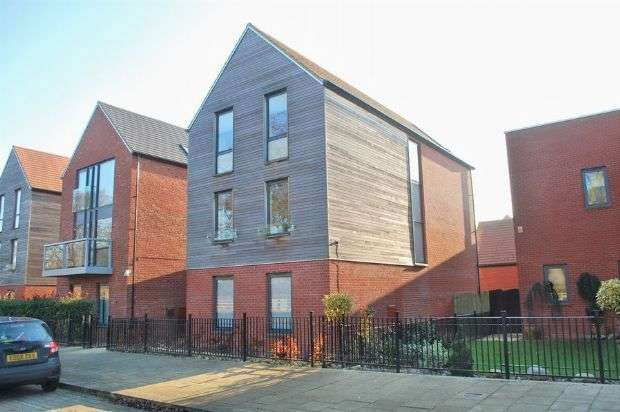 4 Bedrooms Detached House for sale in West Street, Upton, Northampton NN5 4EP