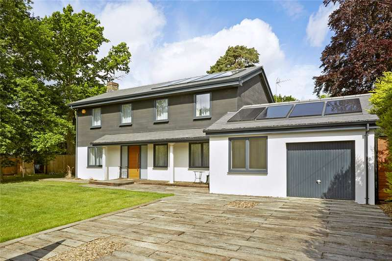 4 Bedrooms Detached House for sale in Nightingale Close, Cobham, Surrey, KT11
