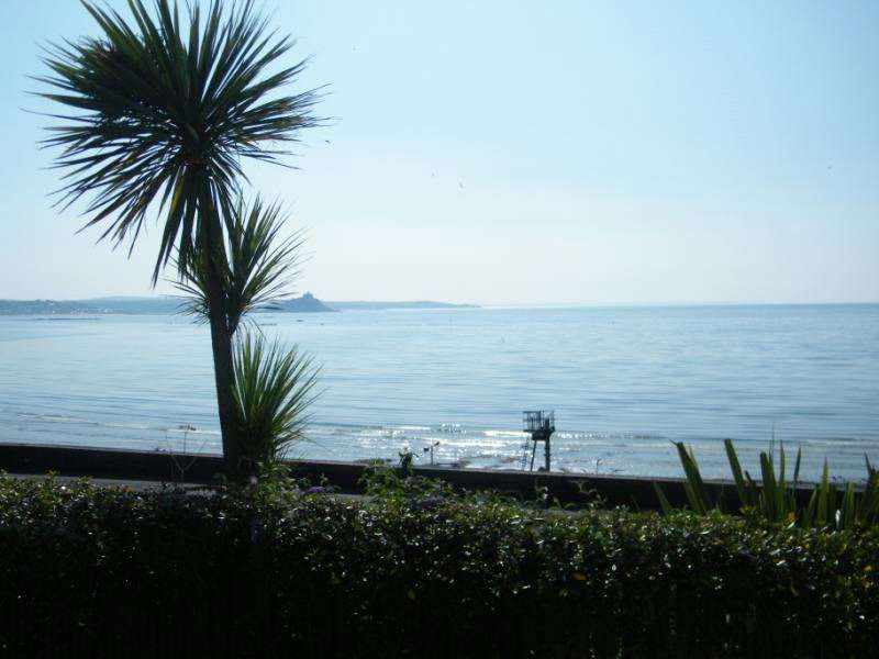 1 Bedroom Flat for sale in Penrose Court, Penzance, Cornwall