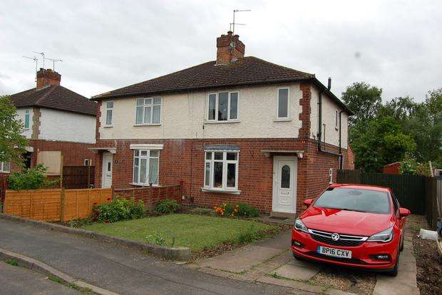 3 Bedrooms Semi Detached House for sale in Northfield Avenue, Wigston, Leicester, LE18