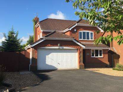 4 Bedrooms Detached House for sale in Hampshire Road, Walton-Le-Dale, Preston, Lancashire