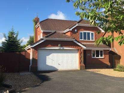 4 Bedrooms Detached House for sale in Hampshire Road, Walton-Le-Dale, Preston, Lancashire