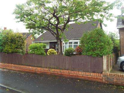 2 Bedrooms Bungalow for sale in Elm Crescent, Worsley, Manchester, Greater Manchester