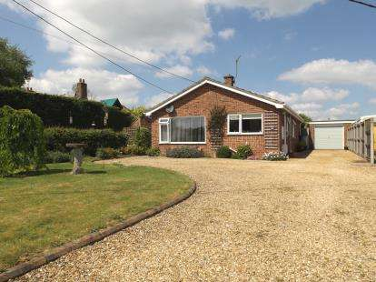 3 Bedrooms Bungalow for sale in Saham Hills, Thetford