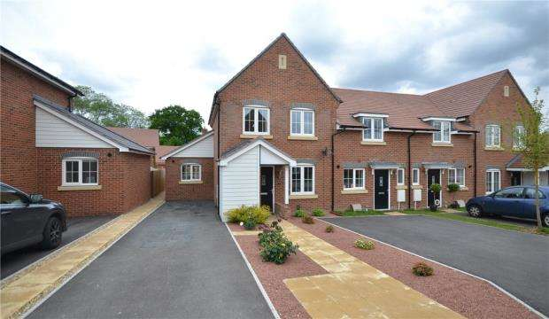 3 Bedrooms End Of Terrace House for sale in Vaughan Close, Hartley Wintney, Hook