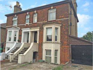 Flat for sale in Neville Villas, Wrotham Road, Meopham, Gravesend