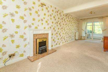 3 Bedrooms Semi Detached House for sale in Smithfield Avenue, Hasland, Chesterfield, Derbyshire