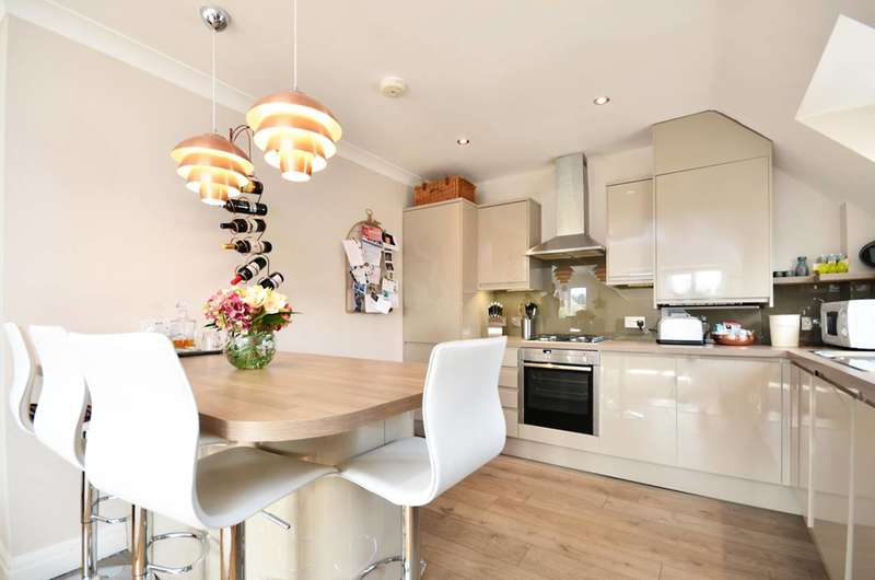2 Bedrooms Flat for sale in Goldsworth Road, Woking, GU21