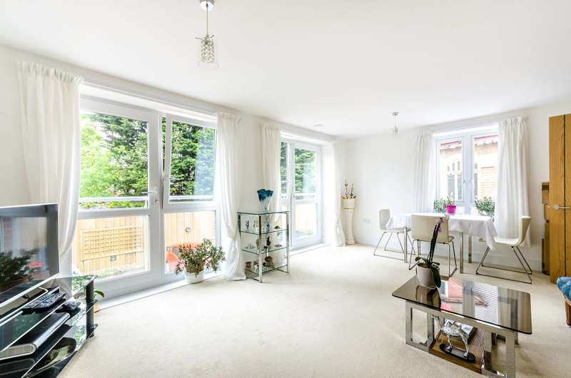 2 Bedrooms Flat for sale in Springhill House, Willesden Green, NW2